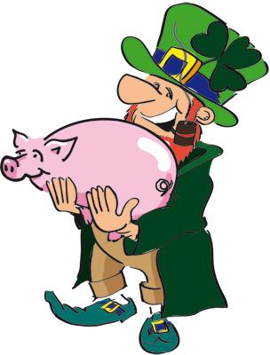 Leprechaun mit Glücksschwein auf dem Arm