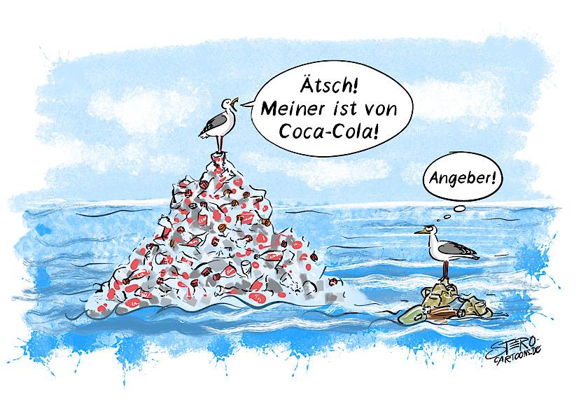 """Cartoon zu Müll im Meer: Eine Möwe steht auf einem riesigen Müllberg aus Plastikflaschen und sagt stolz zu einer anderen Möwe: """"Mein Müllberg ist von Coca-Cola."""""""